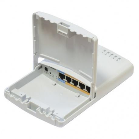 MikroTik RouterBoard PowerBOX RB750P-PBr2 (RouterOS Nivel 4) al aire libre con el Caso