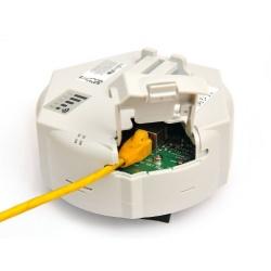 MikroTik RouterBoard SXTG-2HnD (RouterOS Nivel 4) con fuente de alimentación, y Gbit PoE